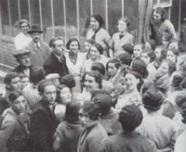Pivert avec des ouvrières (1936)