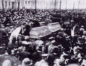funeralofkarlliebknechtrosaluxemburgberlin1919