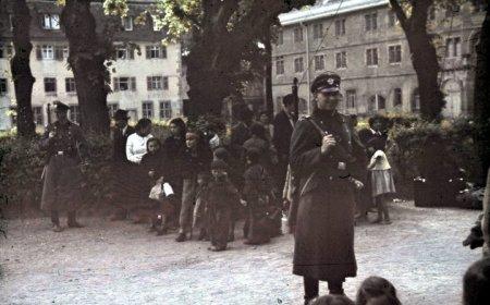 Regroupement de Roms et Sintis à Hohenasperg (Allemagne, 1940) en vue de leur déportation vers la Pologne