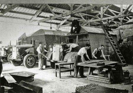 CNT Ouvriers travaillant au blindage de camions Hispano-Suiza 1936